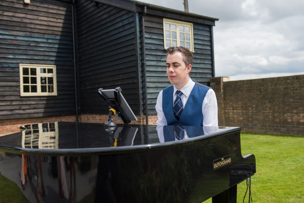 PianoDJ keep the wedding guests entertained