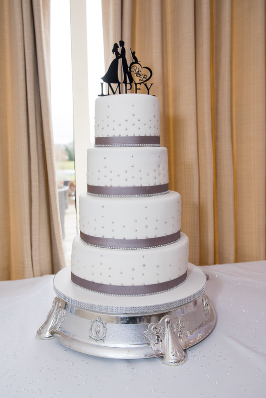 A 4 tier wedding cake