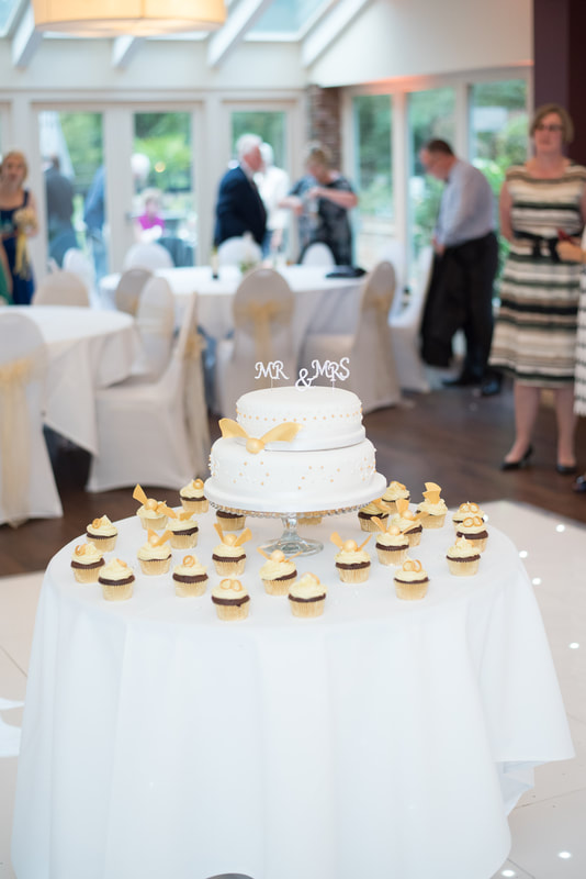 The wedding cake ready to be cut