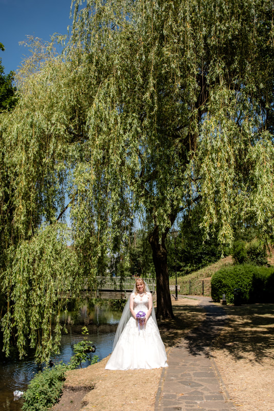 The bride underneath a willow tree