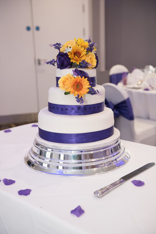 The wedding cake with purple and orange