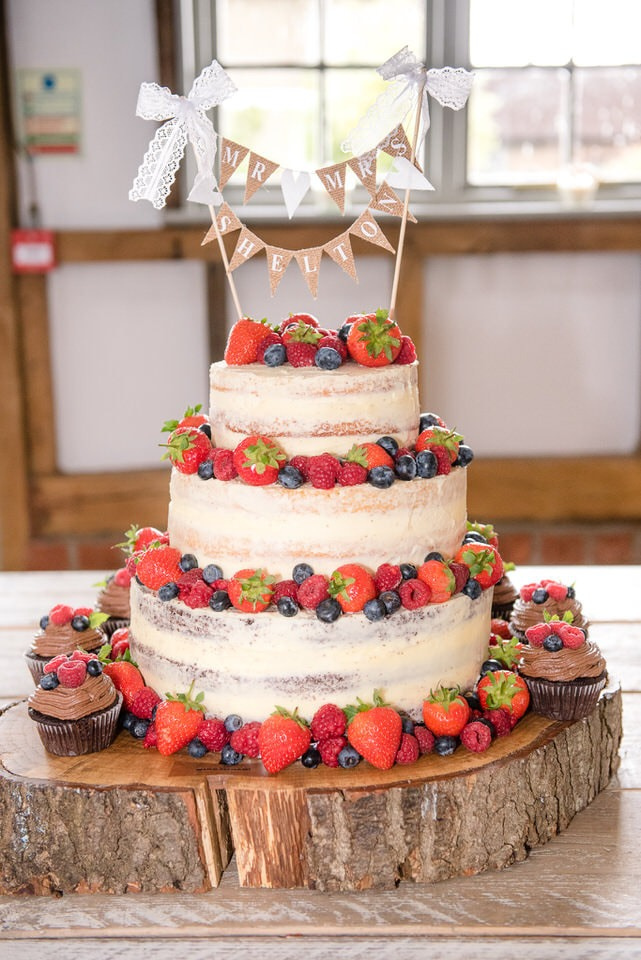 A gorgeous wedding cake with fruits
