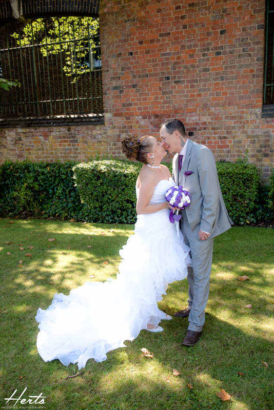Couple portraits outside of St Albans Registry Office