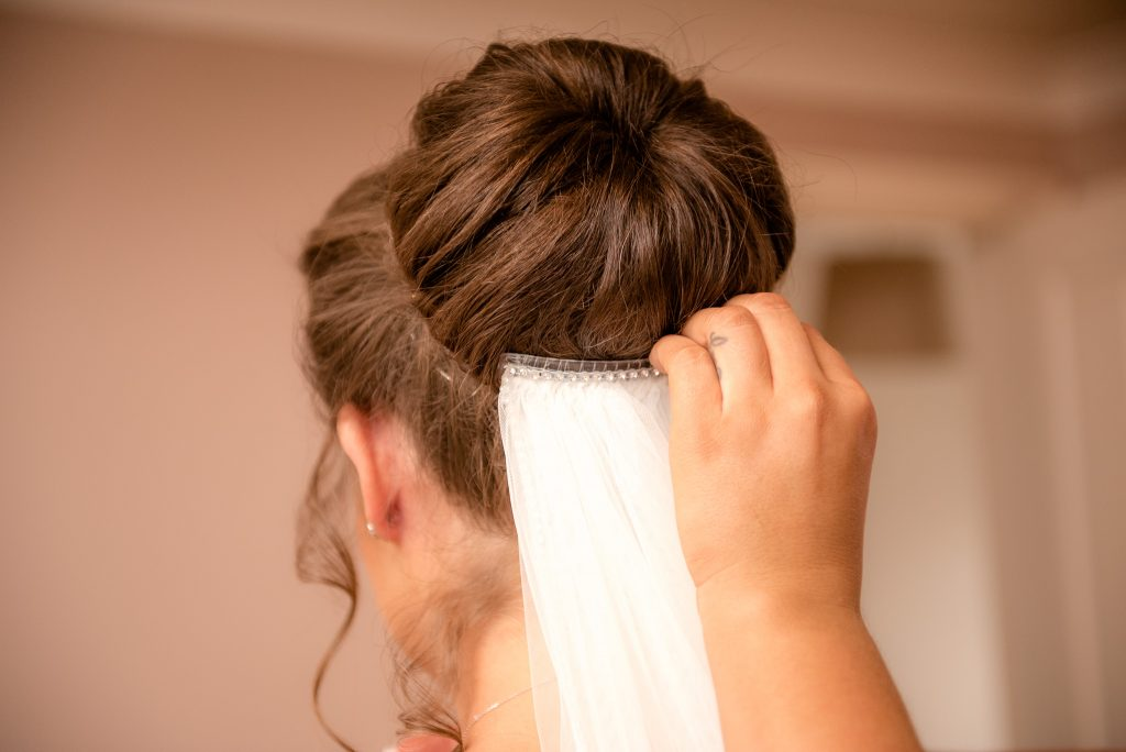 The bride's hairpiece